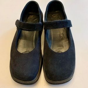L.L. BEAN black suede chunky Mary Jane shoes